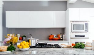 8 Tips On How to Get Rid of Cooking Smells in a Small Apartment